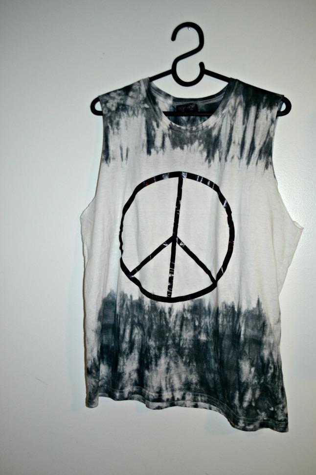 Blusa com Símbolo da Paz - R$ 84,40