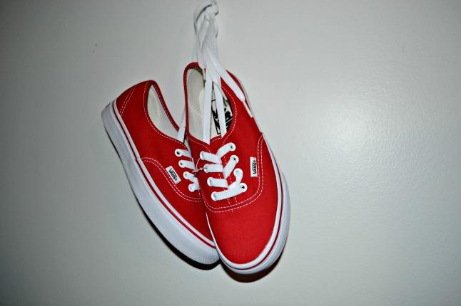 Vans vermelho - por volta de R$ 170,00