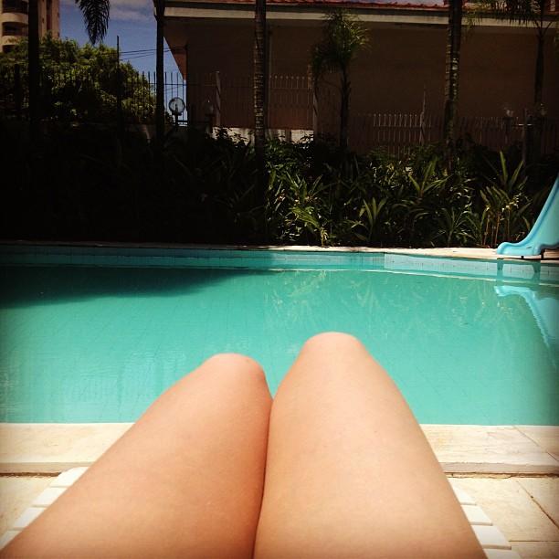 psycho_blondies_sol_piscina