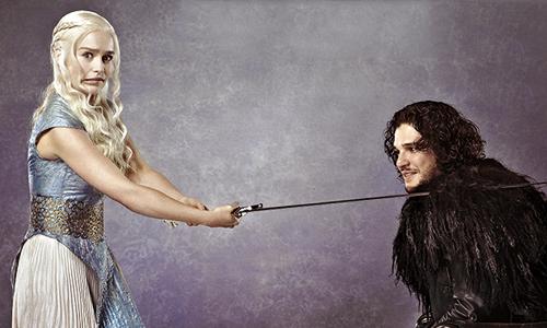 Tive que por a foto dos meus amores hehe Khaleesi e Jon Snow